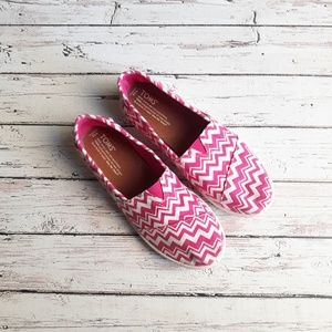 TOMS Youth Slip Ons Chevron Pink Size 5.5